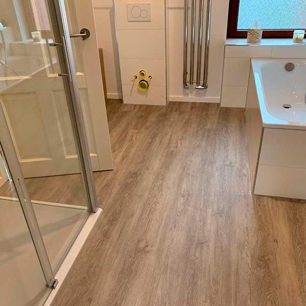 Fussbodenleger-badezimmer