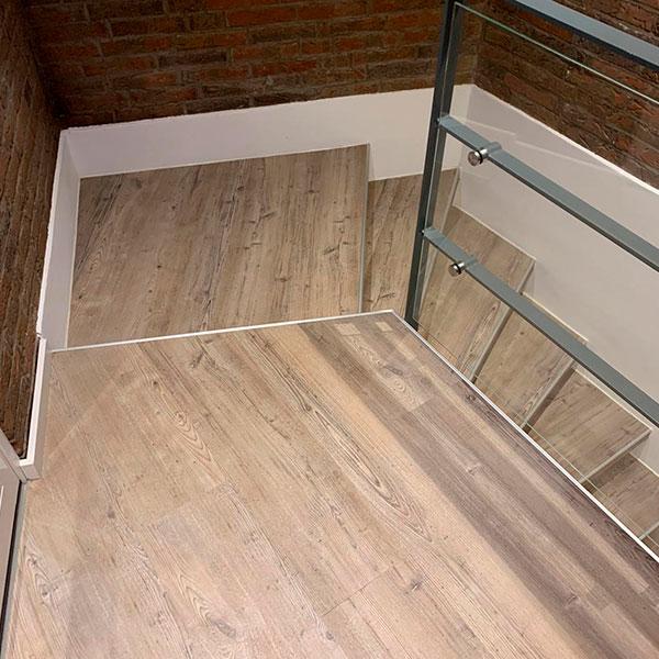Fussbodenverlegung-designboden-woodplank-treppe
